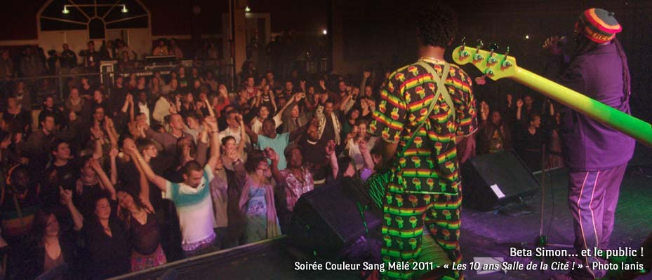 Beta Simon et le public ! - Soirée Couleur Sang Mêlé 2011 - « Les 10 ans Salle de la Cité ! » - Photo Ianis