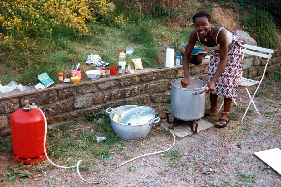 Marie prépare le repas du soir...